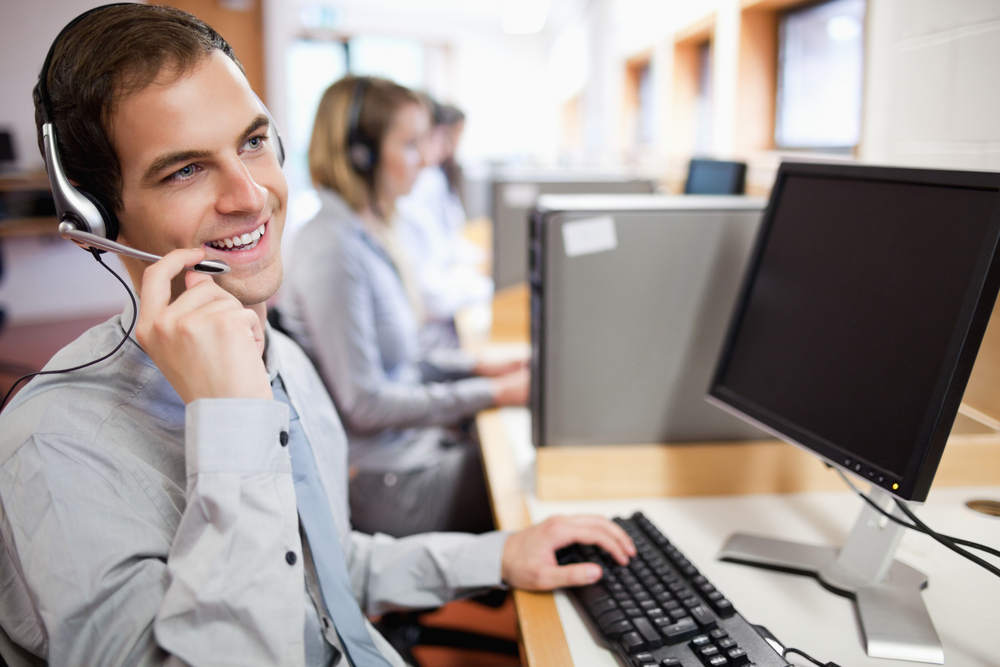 Smiling assistant using a headset in a call center-1